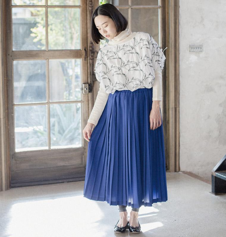 ベーシックな中にもトレンドのスパイスがちりばめられたデザインで、着る女性それぞれの魅力を引き出してくれる「Lueuf」の服。ちょっぴりレトロで ノスタルジックな