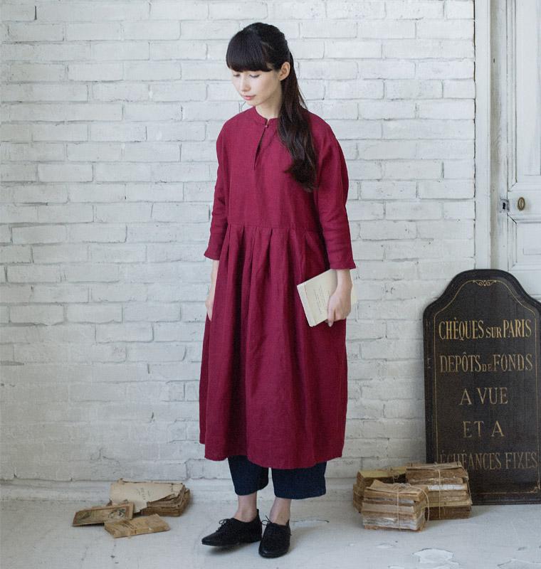 10277046fcf7c この秋口から着られるロングシーズン楽しめる、着まわせる、着こなしでがらりと印象が変わる。そんな優秀ワンピースの新作が届きました。1枚でさらりと着られる  ...