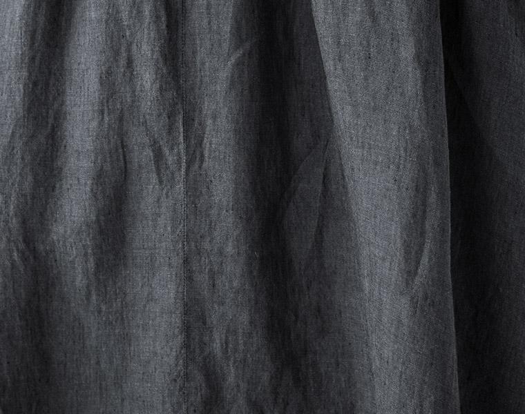 生地アップ:【&yarn】オリジナルベルギーリネンタックサーキュラースカート(A・マキシ丈 チャコールブルー)