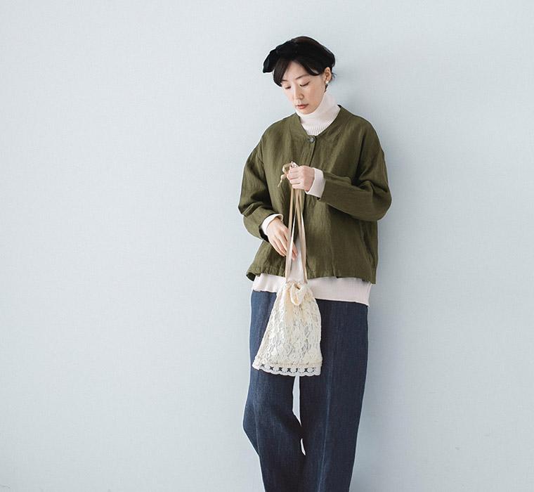 白ニット×デニム+ジャケット