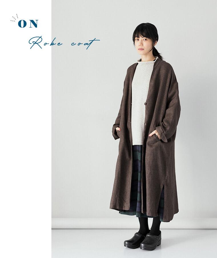 コートを羽織ったコーディネート画像