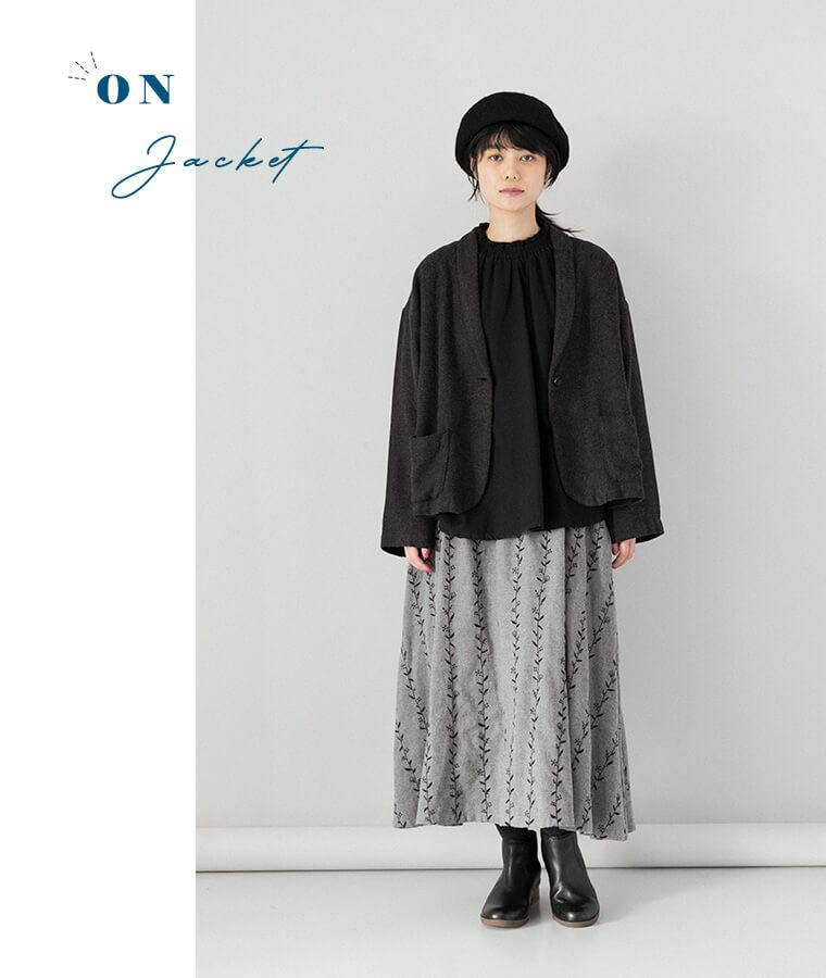 ジャケットを羽織ったコーディネート画像