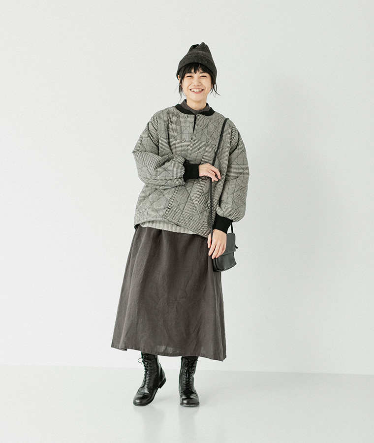 Lintu Laulu プリーツハイネックリネンワンピース チャコールグレー アウターコーデ