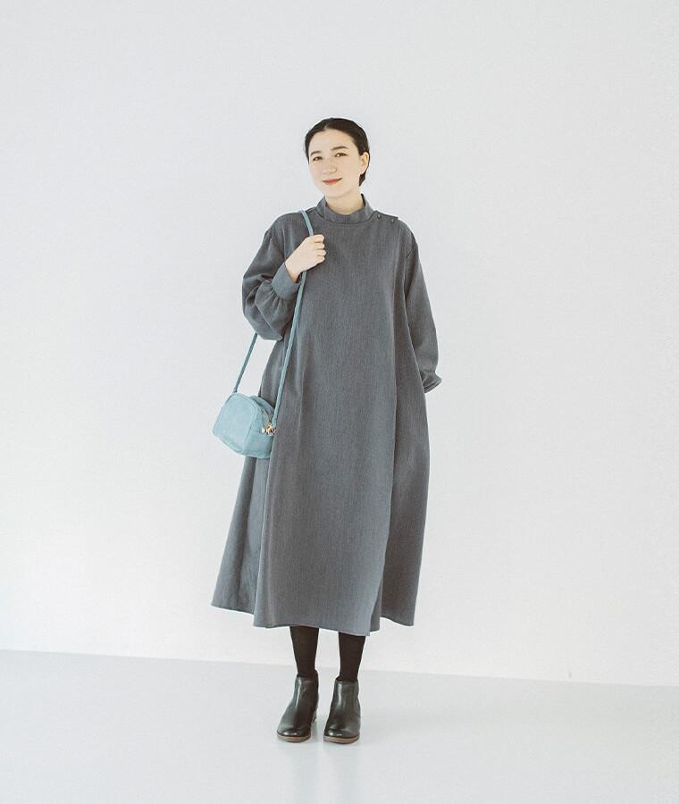 ラップワンピースを着た女性