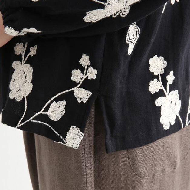 花柄チェーン刺繍のブラウス
