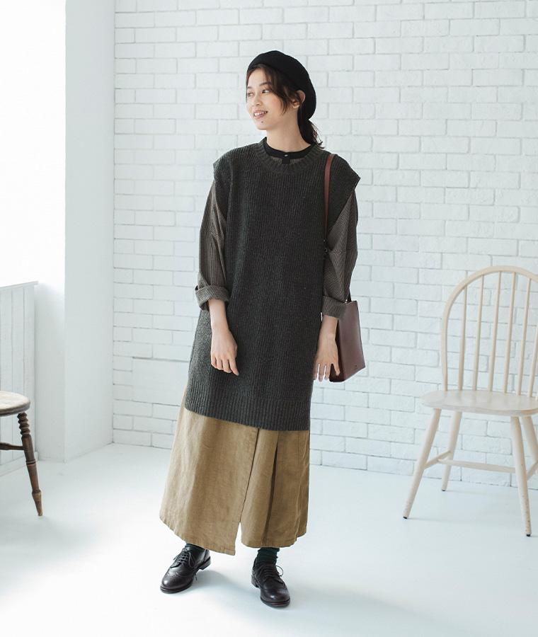 チェックのブラウス コットン素材のブラウス mashukashu マシュカシュ  秋の着こなし コットンリネンのスカート スカートスタイル ニットベストコーデ