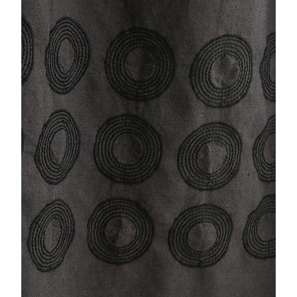 刺繍配色切替ワンピースの刺しゅう拡大画像