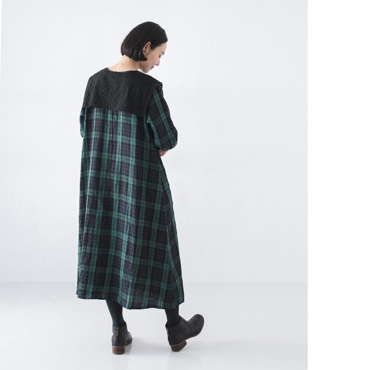 コラボレーションした付け衿とワンピースの付け襟着回し提案の後ろ姿