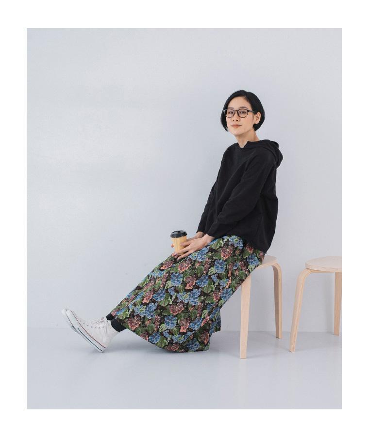le ciel a temps doux ゴブラン織り 花柄スカート 柄スカートの着こなし ナチュラン ぶどう柄のスカート 大人カジュアル 座ったとき