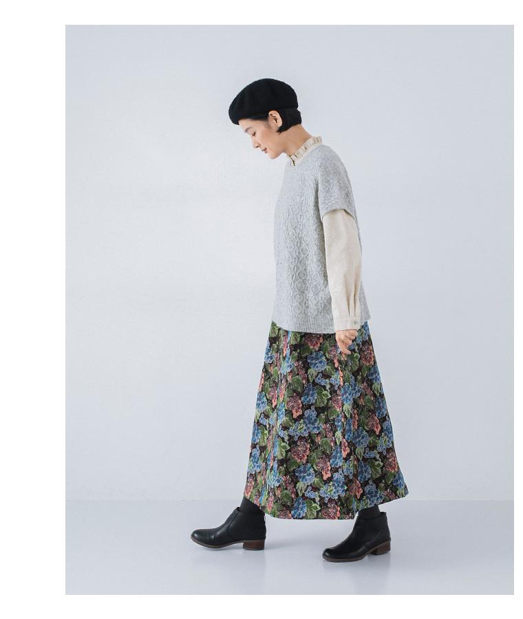 le ciel a temps doux ゴブラン織り 花柄スカート 柄スカートの着こなし ナチュラン ぶどう柄のスカート 横向き